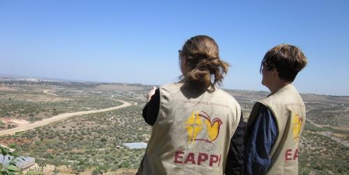 Ekumeniska Följeslagarprogrammet i Palestina och Israel (EAPPI) skickar följeslagare till Palestina och Israel för att dämpa våld och att främja respekten för folkrätten.
